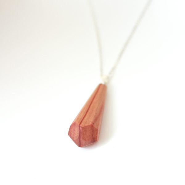 collier bois de rose avec chaine argent